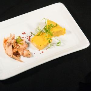 Amuse: Heissgeräucherter Lachs, Gelierte Melonensuppe mit Ingwer